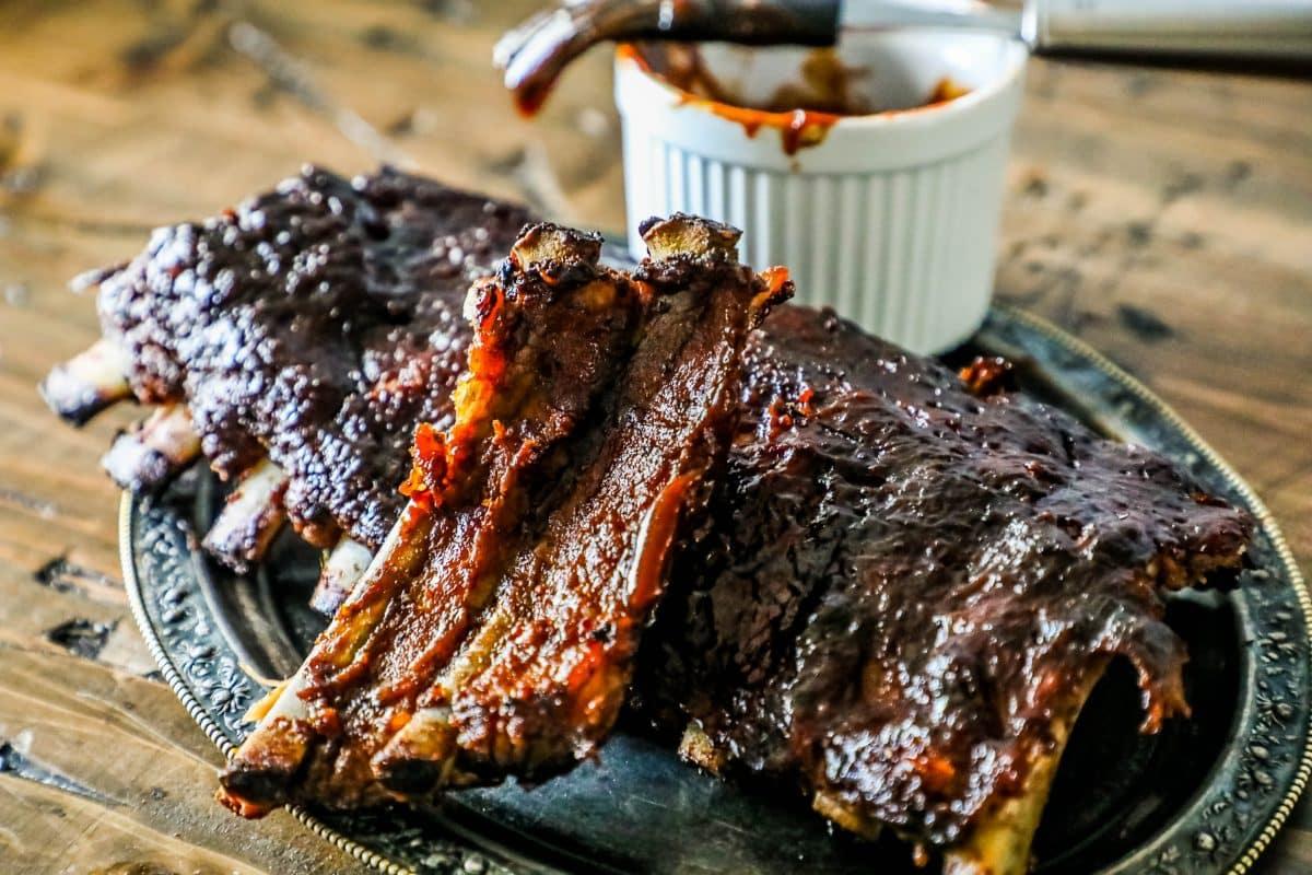 Томленые свиные ребра в американском соусе BBQ